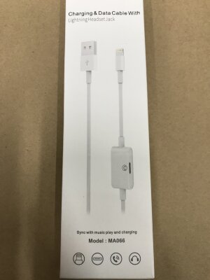 Кабель Charging & Dats Cable With Lightning Headset jack model:MA066